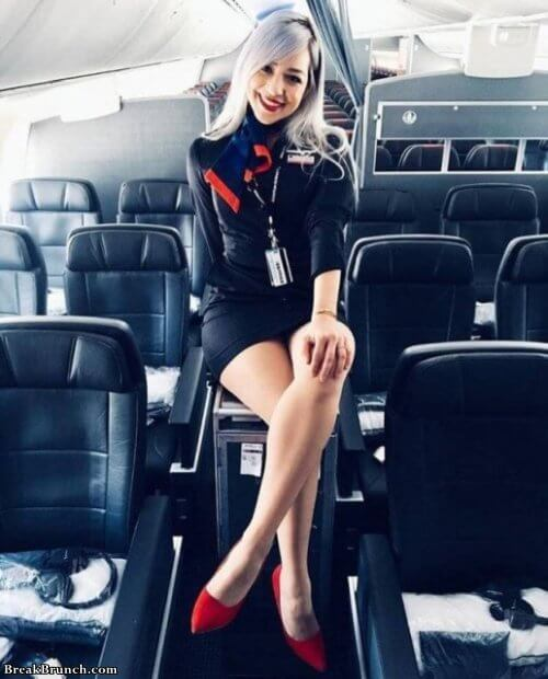 15 cute flight attendants  BreakBrunch