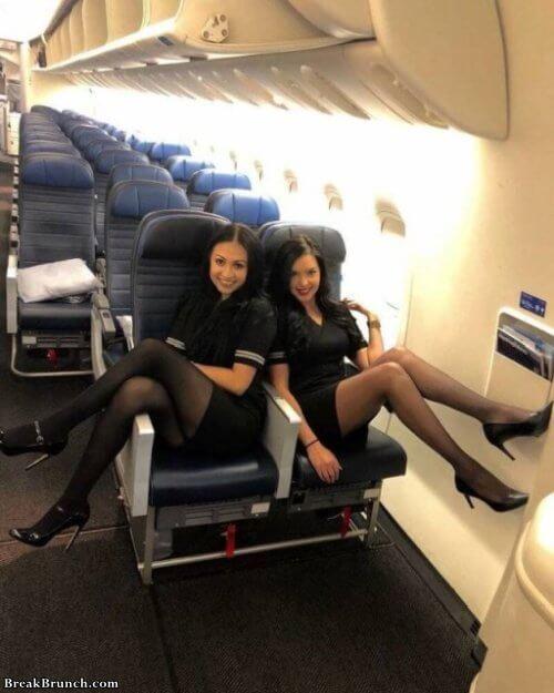 15 cute flight attendants  BreakBrunch