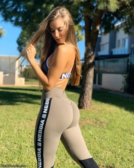 Yoga Pants Pics Hot : pants, Girls, BreakBrunch