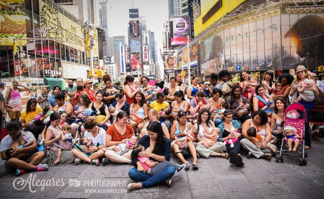 lactavism, breastfeeding moms in times square, NYC Big Latch On, breastfeeding world, nyc breastfeeding world, alexia garcia, alegares photography