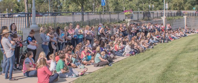 Hundreds of People Gathered in Unity to Celebrate Breastfeeding at Central Indiana's 2017 Big Latch On by Breastfeeding World, photo by Quite Dandy photography.