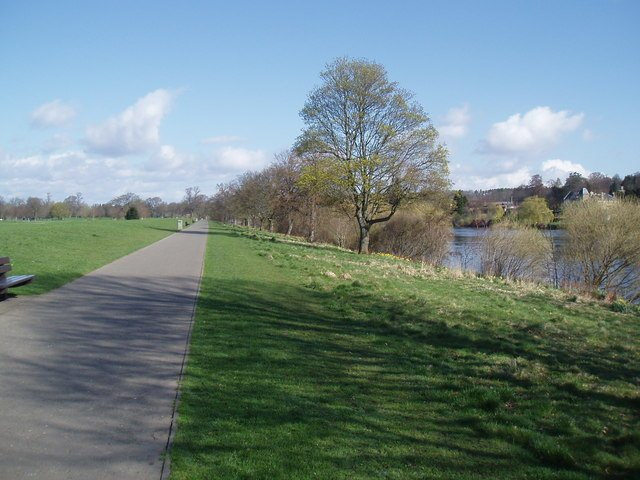 Photo shows the banks of the Tay heading North along the riverside