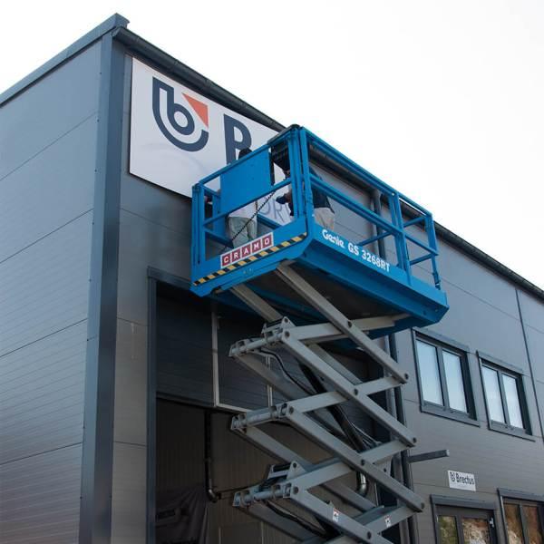 Skilt på bygg og fasade montering