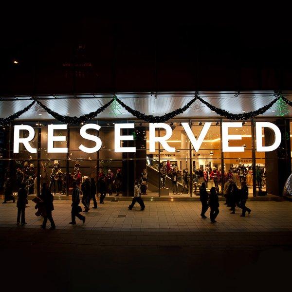 lysende bokstaver, led, skilt, LED-lys, visuelt, led dioder, neonlys, bokstaver med innvendig lys, lysende bokstaver på fasade, lys-boks 2