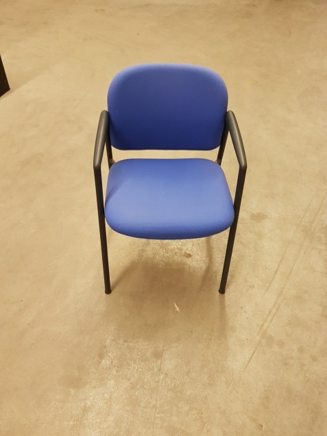 16x Ahrend 4-poot stoel blauw,zwart frame 45,-