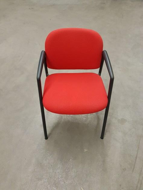30x Ahrend 4-poot stoel rood,zwart frame45,-