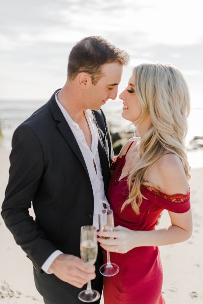 What to Wear to Your Engagement Session - Bree and Stephen Photography - San Diego Wedding Photographers - Windansea Beach Engagement Session