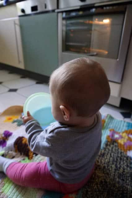 Beikoststart Baby kocht mit von breifreibaby