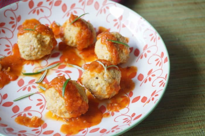 Hirsebällchen mit Tomatensoße - unser BLW Rezept