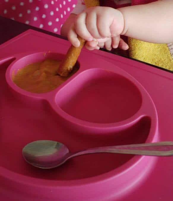 Happy Mat mit Babysuppe und Brotstick - warum Babybrei nicht baby-led weaning ist