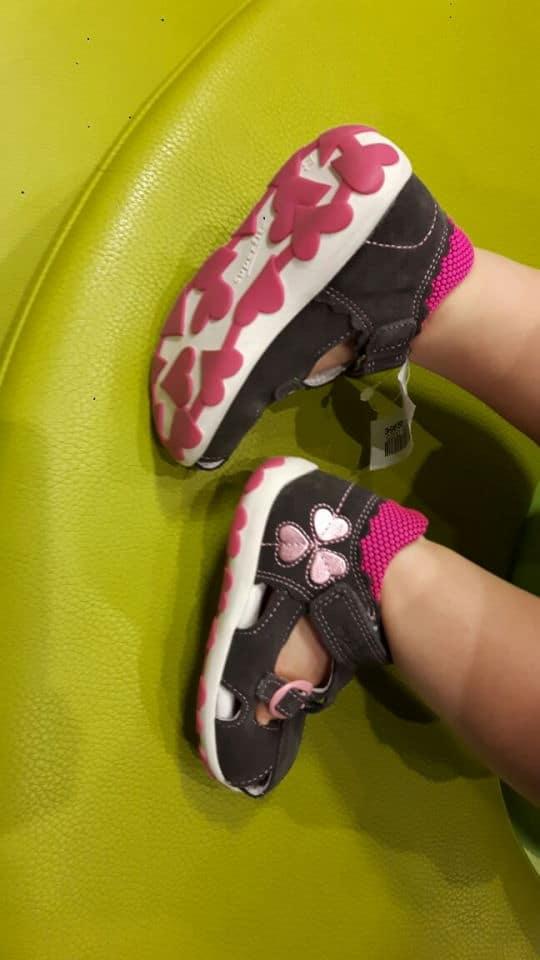 Schuhe für Kleinkind. Sandalen von Superfit