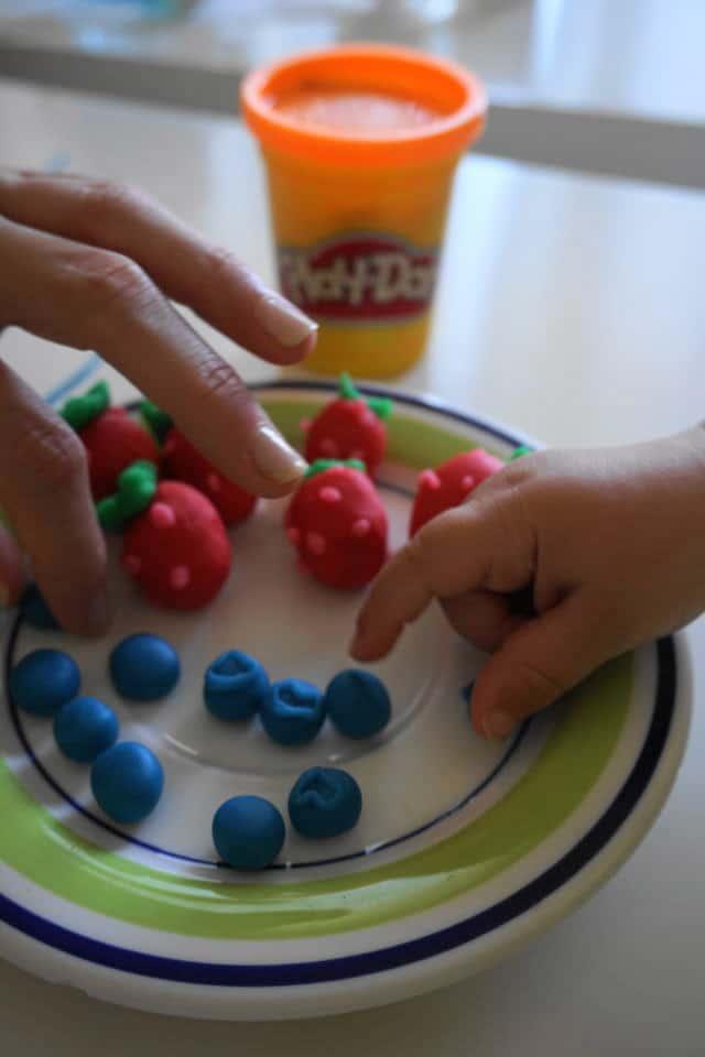 Play-Doh Kindergartenpreis 2017 - Beeren aus Knete machen