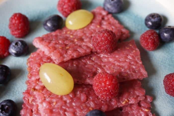 Milchreisschnitten in pink - BLW Rezepte für das Frühstcük für Babys