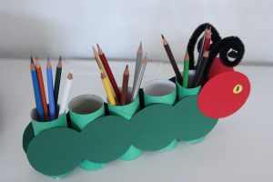 Stiftehalter basteln mit Kindern – die kleine Raupe Nimmersatt