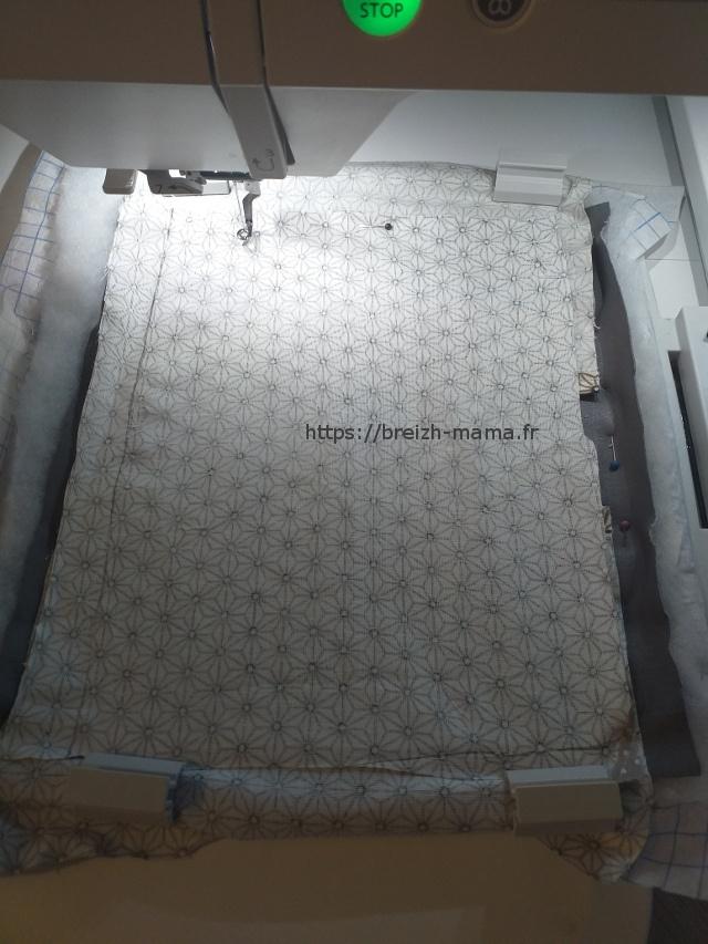 7- Fixez le fond en tissu par dessus l'ensemble