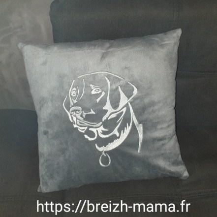 Coussin brodé labrador