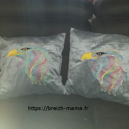 Coussins brodés motif aigle design