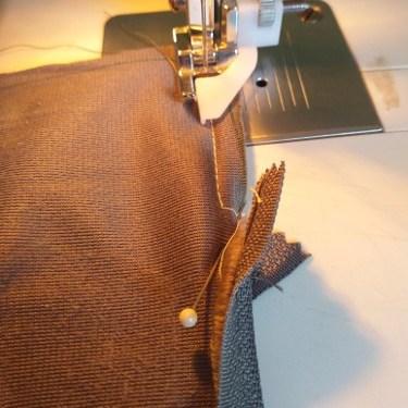 Renforcer la couture avant et après le zip