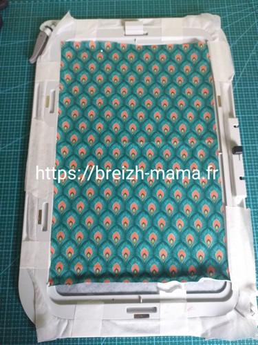 3- Fixer votre tissu coton sur le dessu du cadre