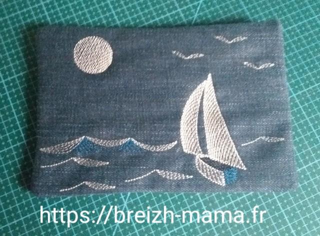 Trousse jeans recyclé brodée bateau