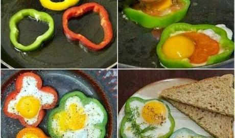 Oeufs sur le plat et poivron