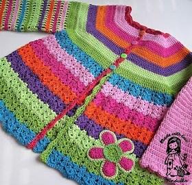 Cardigan fleuri et coloré au crochet