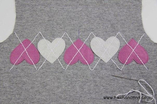 Cousez le long des lignes pour maintenir les coeurs en place