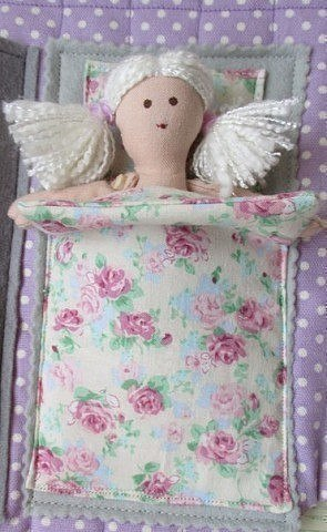 Coudre une maison de poupée