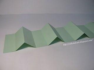 Plier du carton en accordéon pour créer les séparation