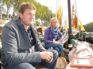 Le malouin Vincent, homme d'équipage du Tin, et Delphine, chef de bord du Label Rance