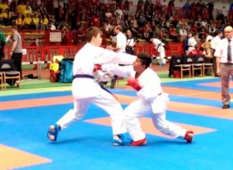 Anil Gök kontert seinen Gegner aus und punktet mit einer Fausttechnik (Gyaku-Tsuki)