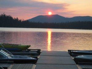 Sunset-lake-boats