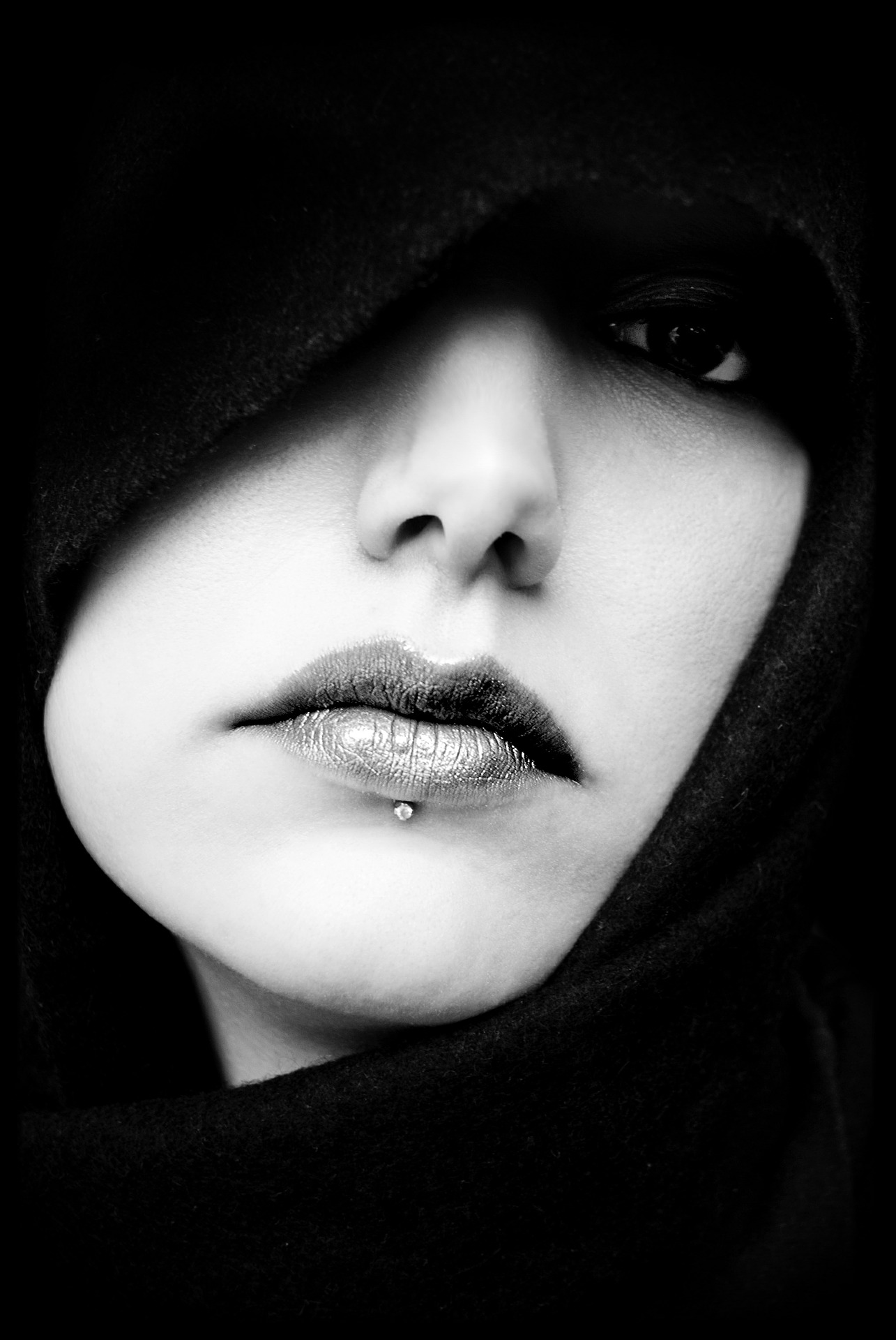 woman's face black and white