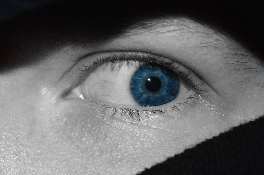 scared blue eye