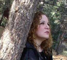 Outdoor image of Singer-Songwriter Brenda Layne