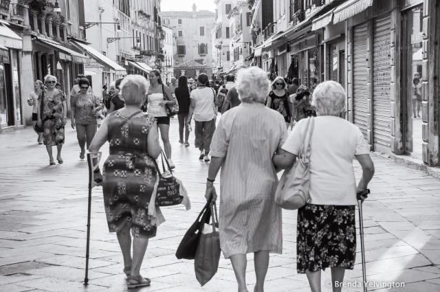 Italian ladies-08177