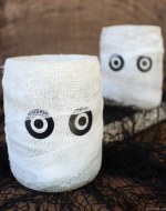 This adorable Halloween idea makes an easy Upcycled Mummy Luminary. I love making Pottery Barn Knock Offs to save money! This easy handmade craft saves more than $22.00 and only takes a few minutes to make.