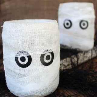 Easy Homemade Halloween Decoration: Mummy Luminary