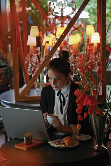 velvet-cafe-u-zoni-besplatnog-čitanja