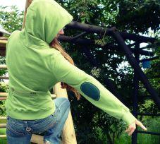 grünes Sweatshirt mit Ellbogenapplikation, Ellbogenschoner aufgenäht