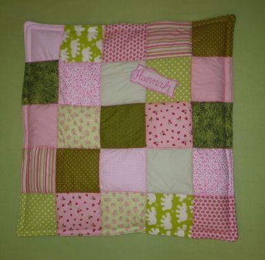Brennender Schuh - Babydecke rosa-hellgrün genäht