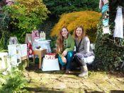 Brennender Schuh - und Nadja in einem kreativen Garten in Gemünden