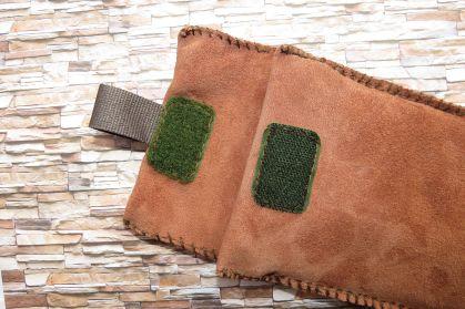 Brennender-Schuh Handy-Hülle Leder braun, genäht, Gürtel befestigen, Klett grün, stabil