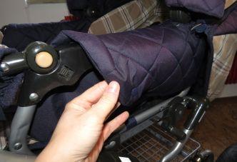 Brennender-Schuh Kinderwagen dunkelblau-beige Geheimfach für Mückennetz und Sonnensegel