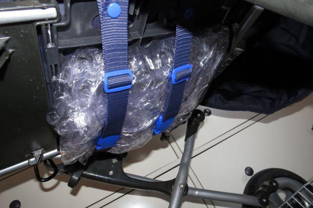 Brennender-Schuh Kinderwagen Kofferraum, Regenschutz Befestigung verdeckt mit Gurten