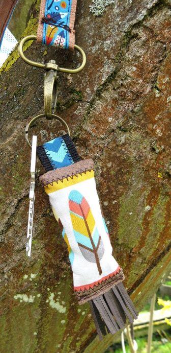BrennenderSchuh Schlüsselanhänger Feder-Stoff, Indianer, mit Fransen passend zur Handtasche, genäht