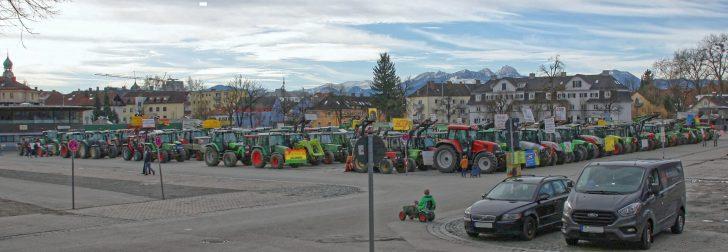 Protest von 1.000 Landwirten mit 400 Schleppern – das haben Ro-senheim und die Loretowiese noch nicht gesehen. Quelle: Brennerdialog