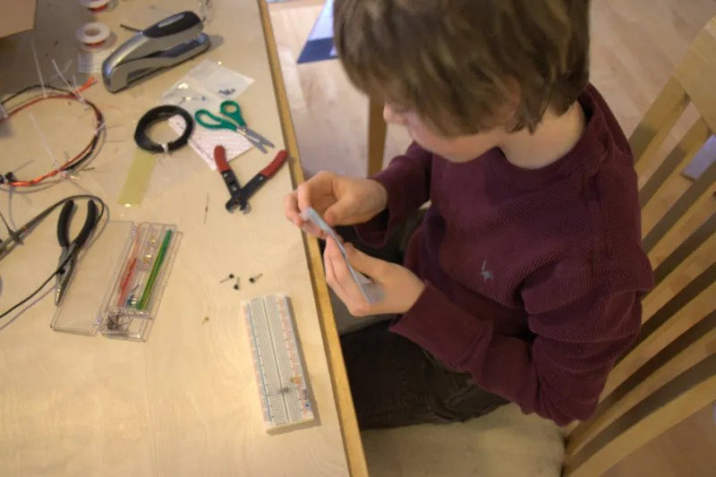 Jamison builds the current oscillator.