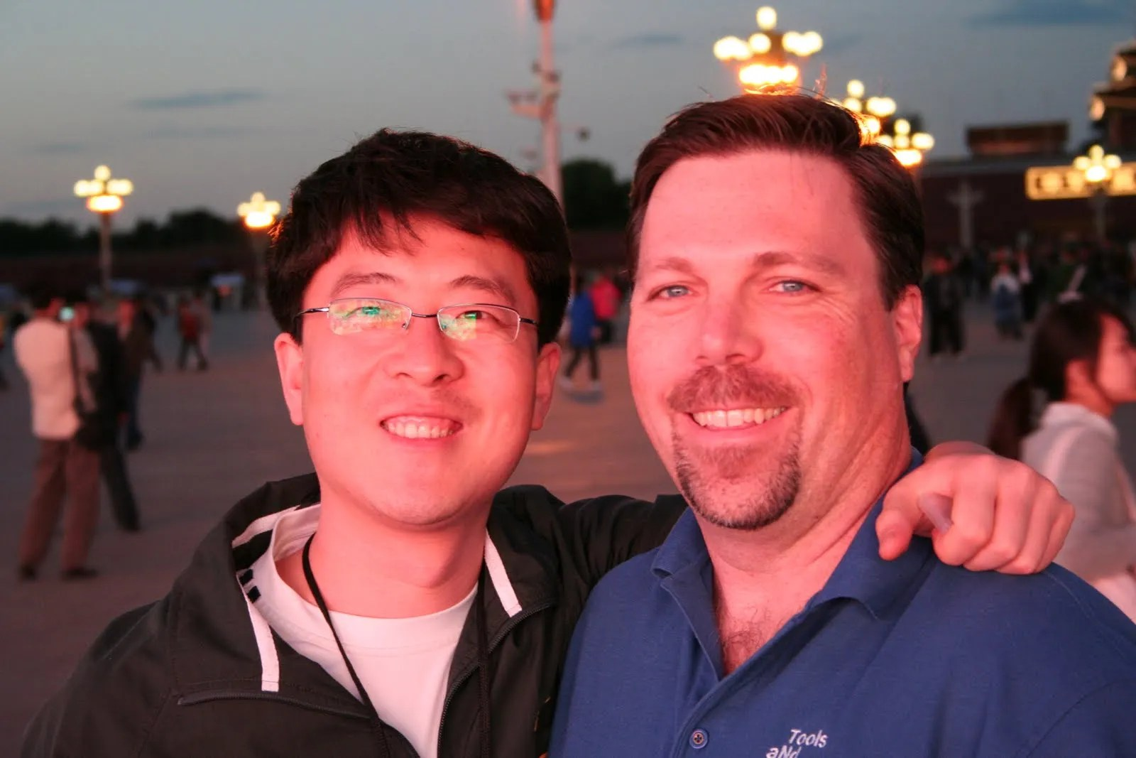 Ground and Kevin light by the largest flat panel light. Such flat lighting! ;-)