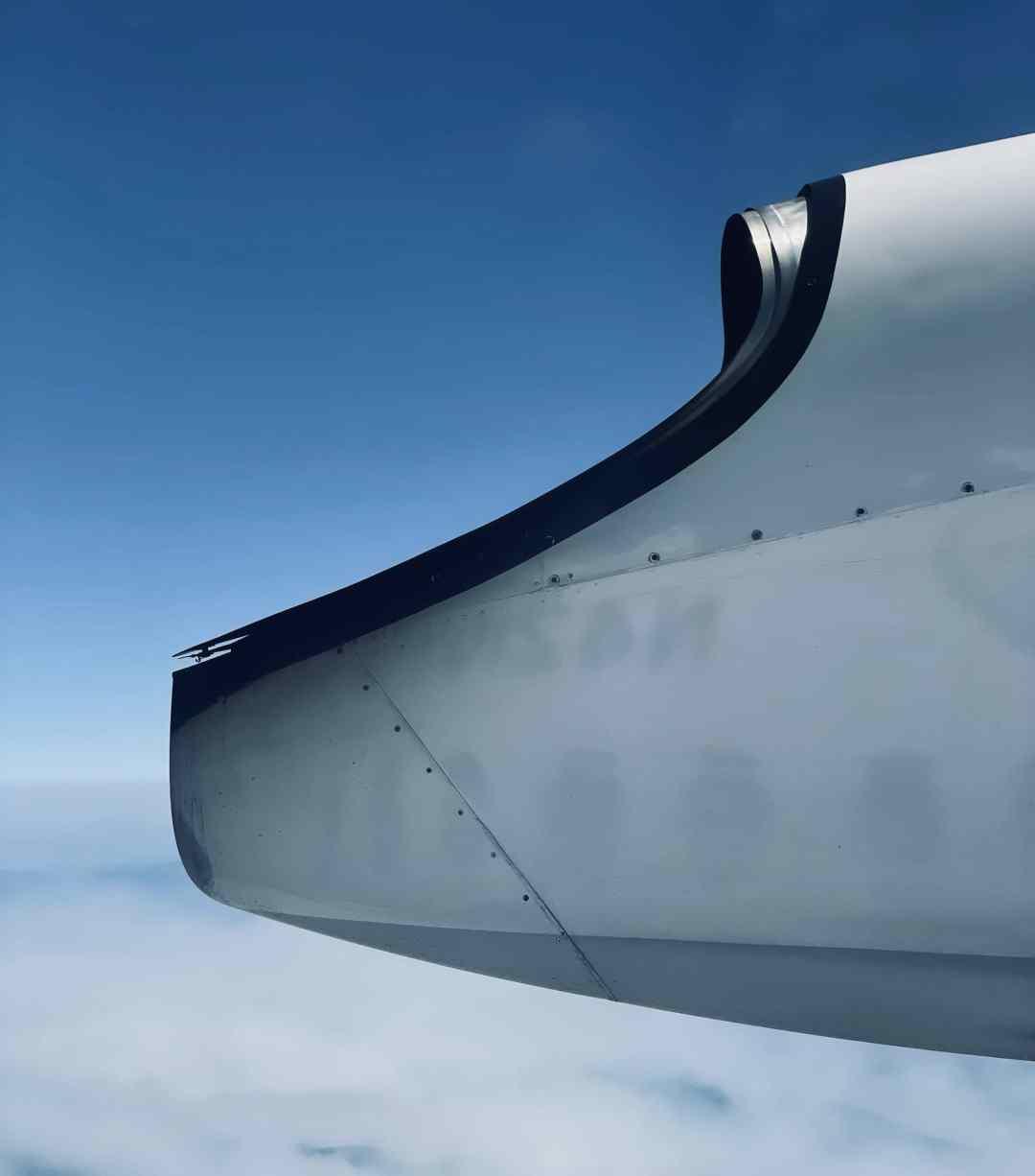 Q400 exhaust